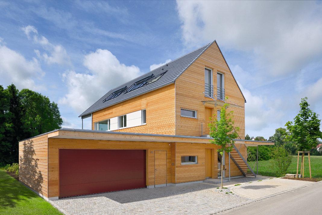 Separate Wohneinheiten im barrierefreien Mehrgenerationenhaus. - Baufritz