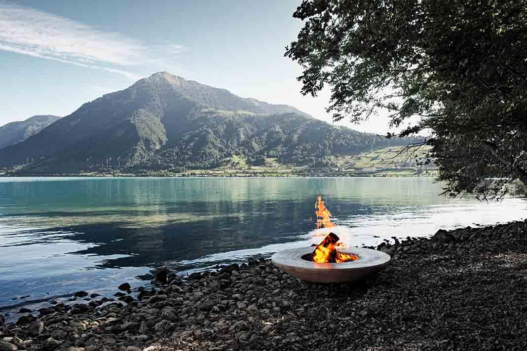 Feuerring Grill vor dem Rigi am Zuger See