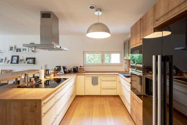 moderne Küche im Stadthaus