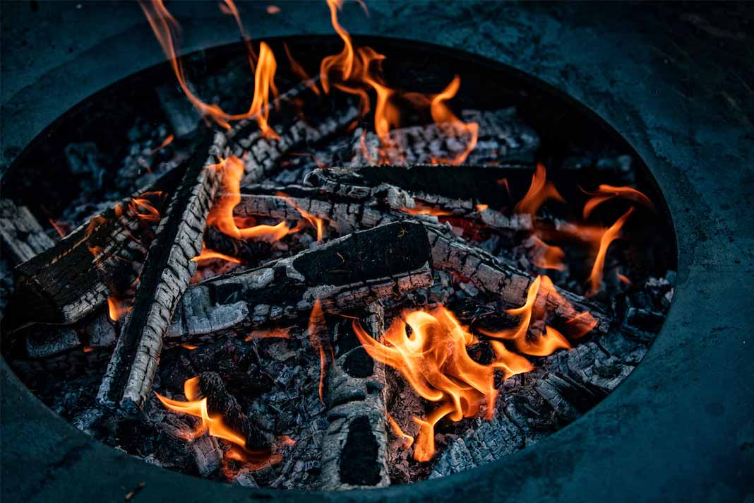 Feuerring Grill loderndes Feuer