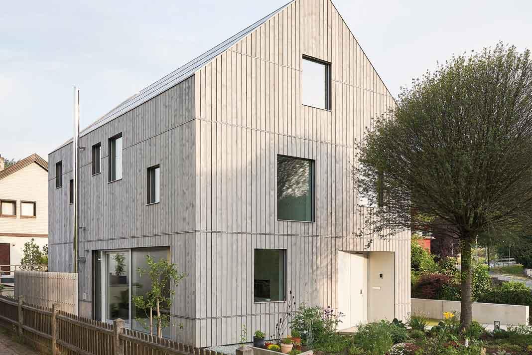 nachhaltig bauen: Klimaholzhaus mit Satteldach
