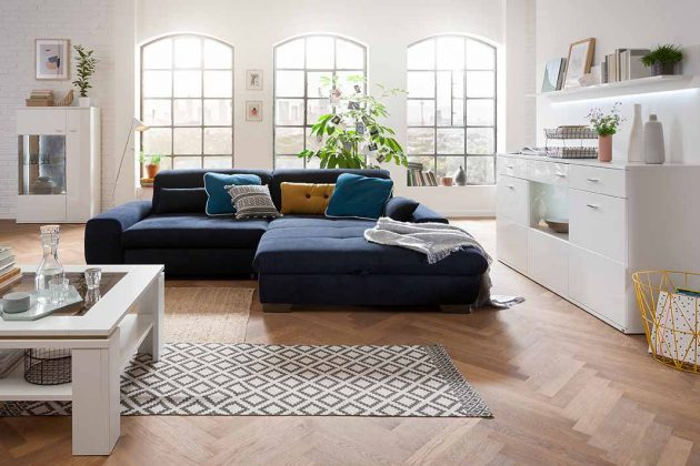 Pantone Farbe des Jahres 2020 Sofa in Wohnzimmer