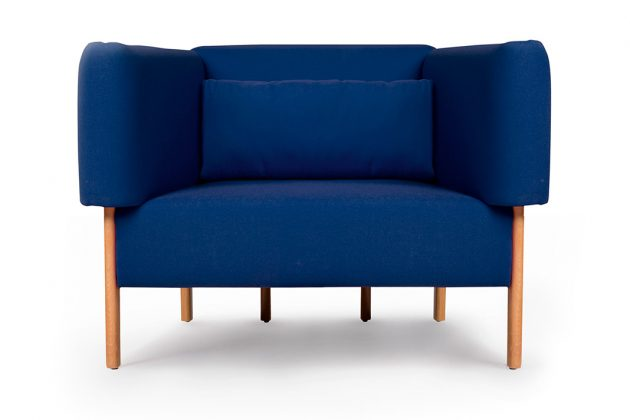 Pantone Farbe des Jahres 2020 Sofa