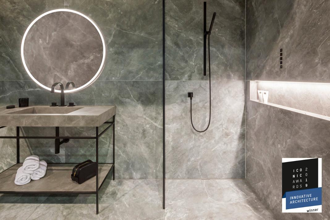 Moderner Waschtisch im System Surf mit Duschboden sowie Wand- und Bodenfliesen - Agrob Buchtal GmbH