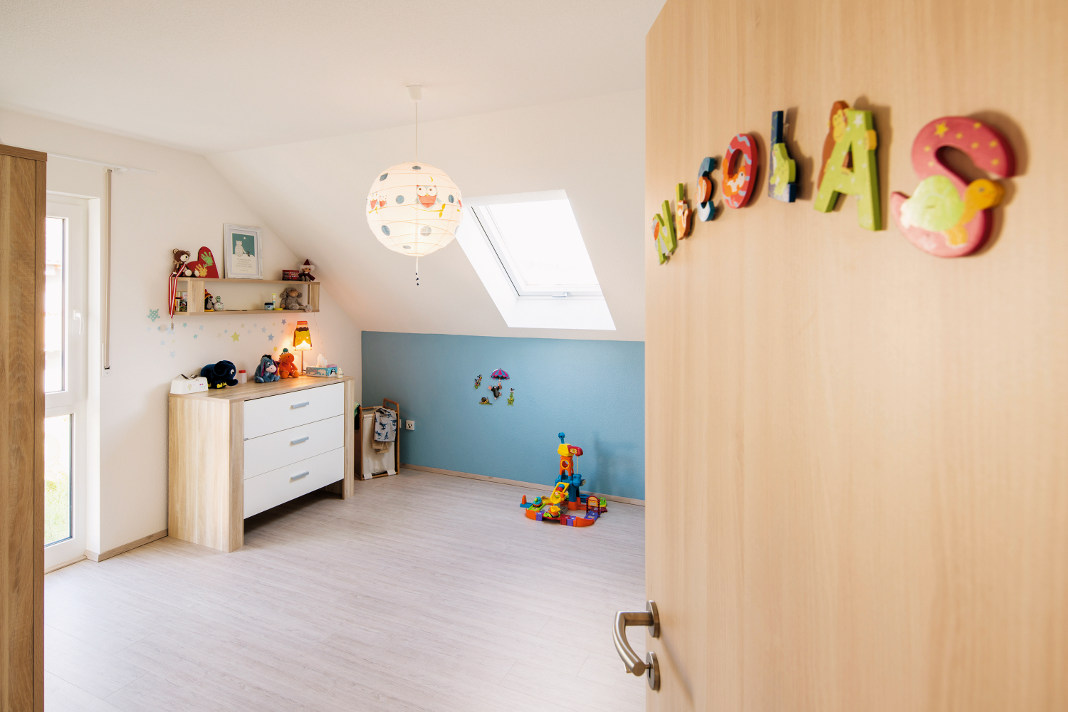 Hoher Kniestock im individuellen Satteldachhaus - VIO 420 - FingerHaus GmbH