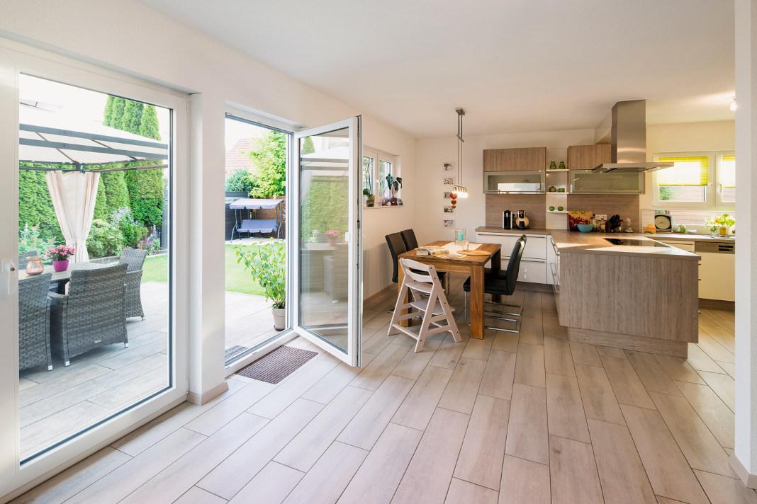 Offener Koch-/Wohnbereich im Finger Haus - VIO 420