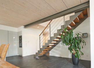Moderne Metalltreppe mit Holzstufen