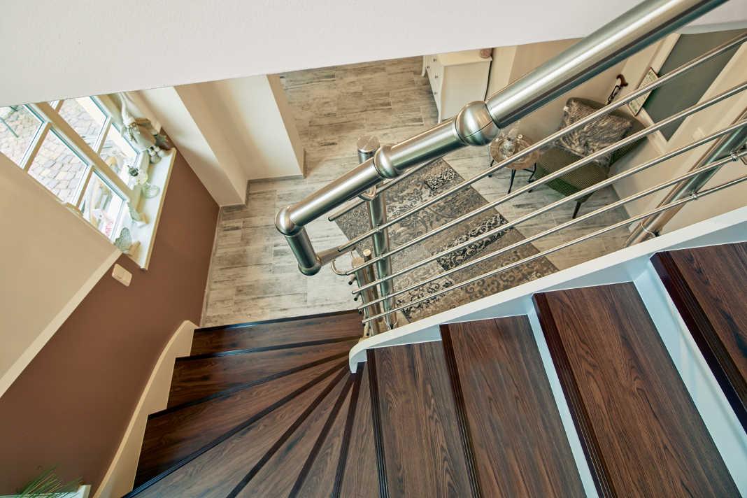 Renovierung der Treppe und des Gelaenders - epr/Portas