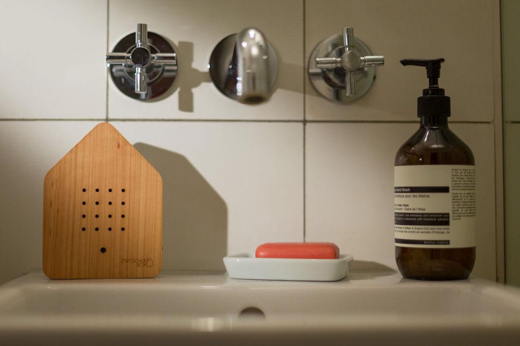 Nachhaltige Zwitscherbox im Badezimmer - Relaxound GmbH