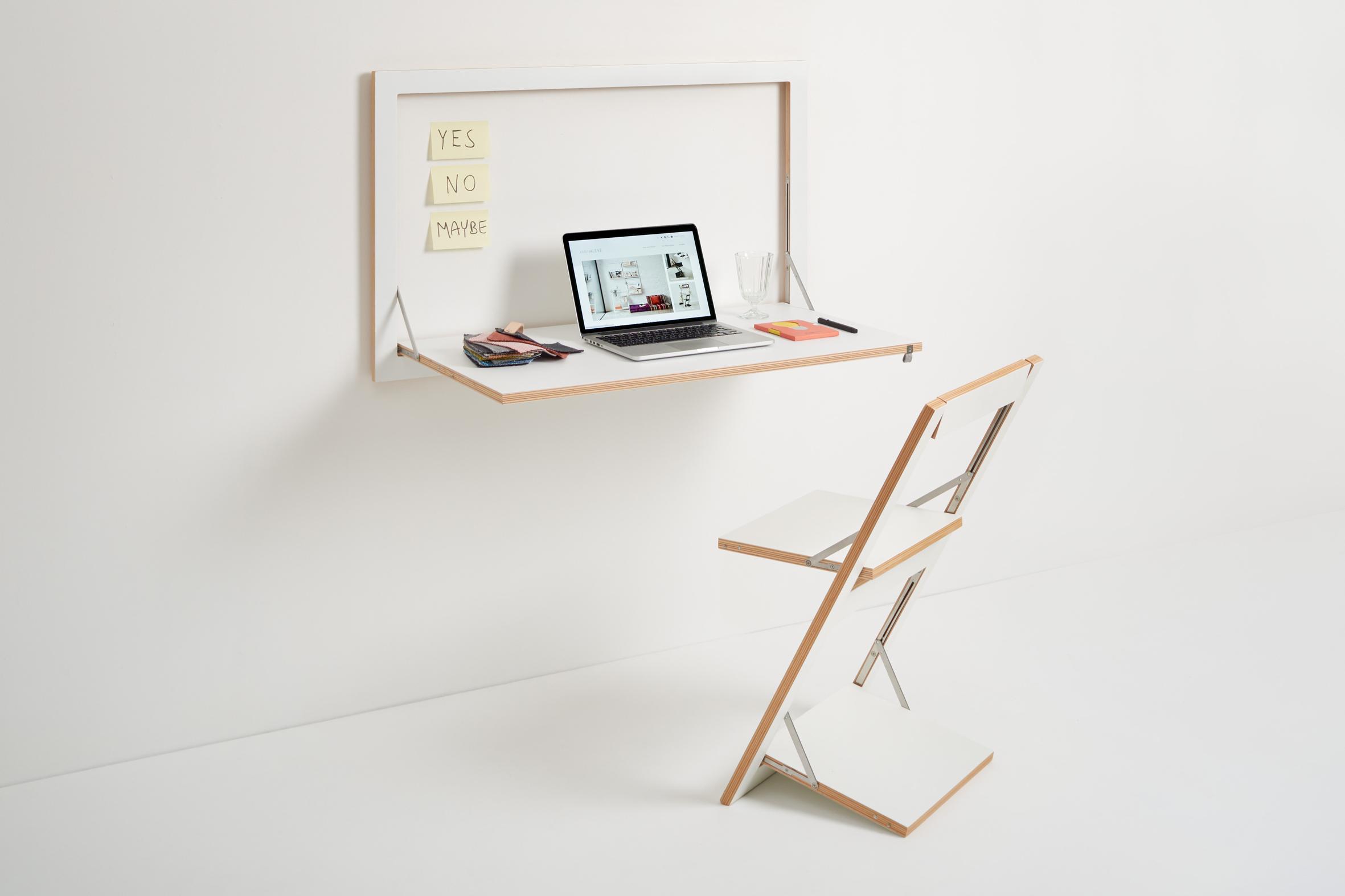 Home Office mit Schreibtisch und Stuhl