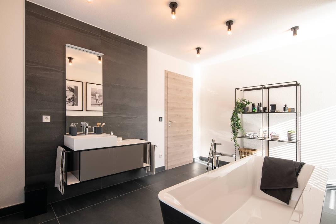 Wellnessoase im Obergeschoss der modernen Stadtvilla Medley 3.0 - FingerHaus
