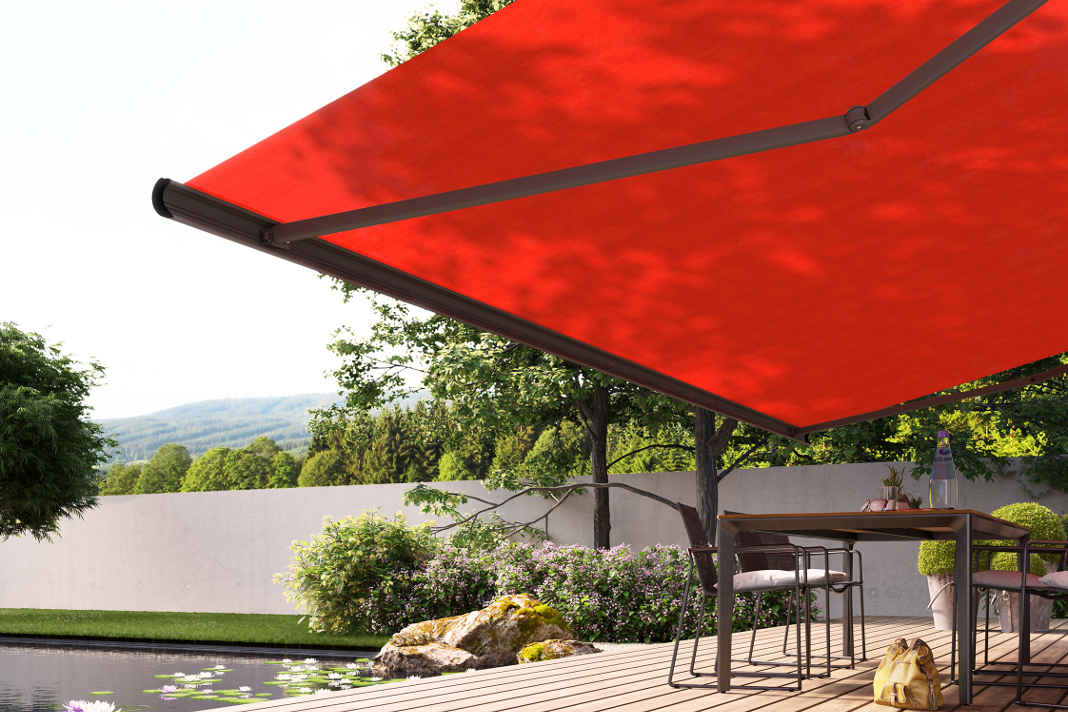 Schöne farbige Atmosphäre in Rot unter dem Markisentuch - markilux