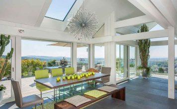 Haus mit viel Glas