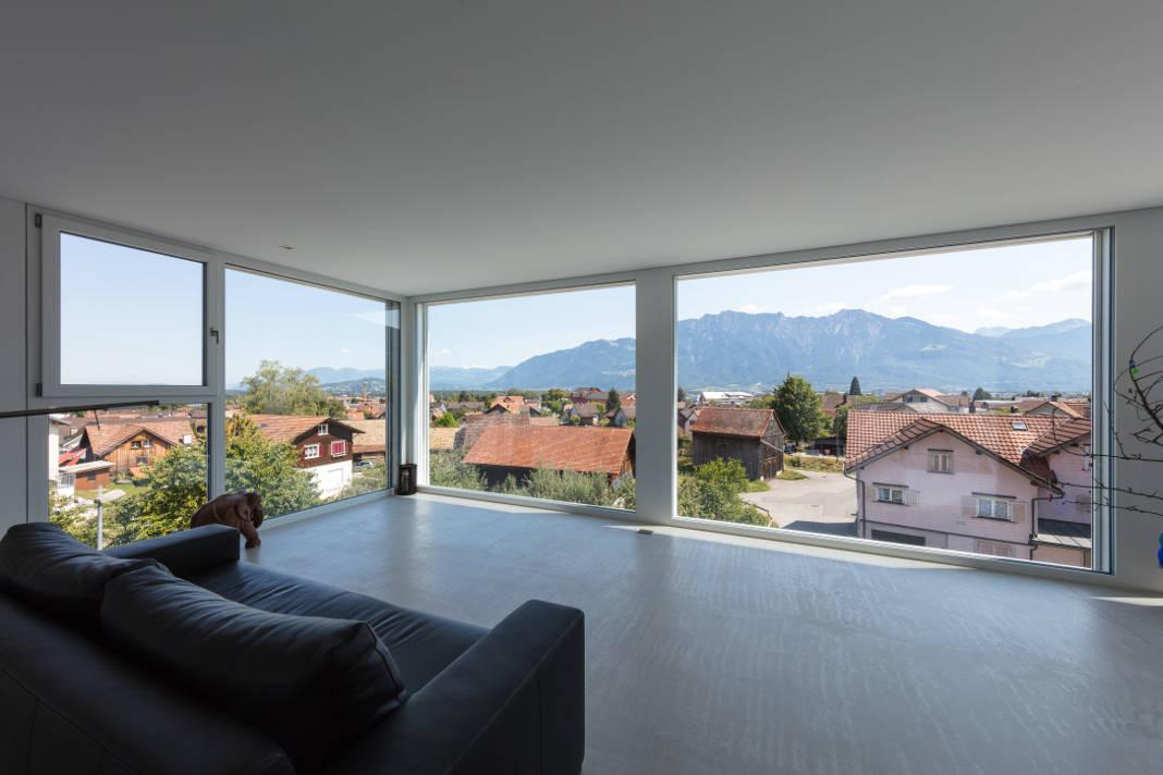 Bodentiefe Glasflaechen bieten Alpenpanorama - Rathscheck