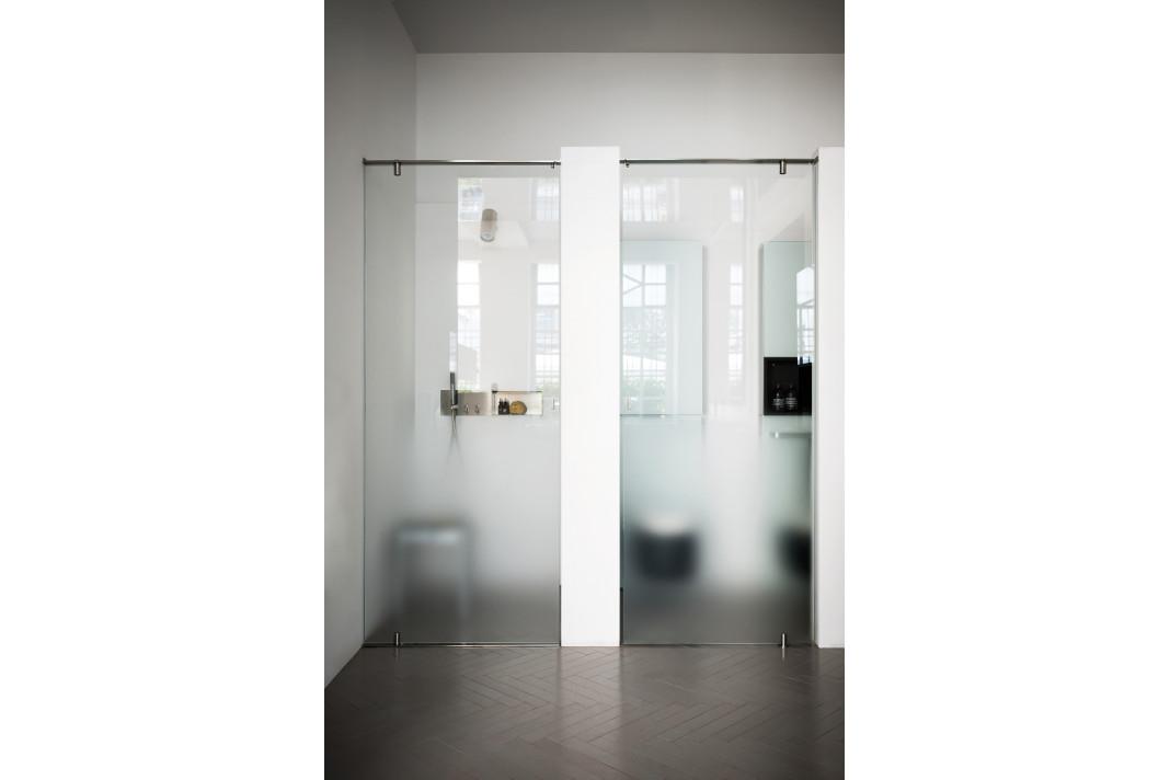 Moderne Dusche (Plan-a) wirkt dezent. - Agape