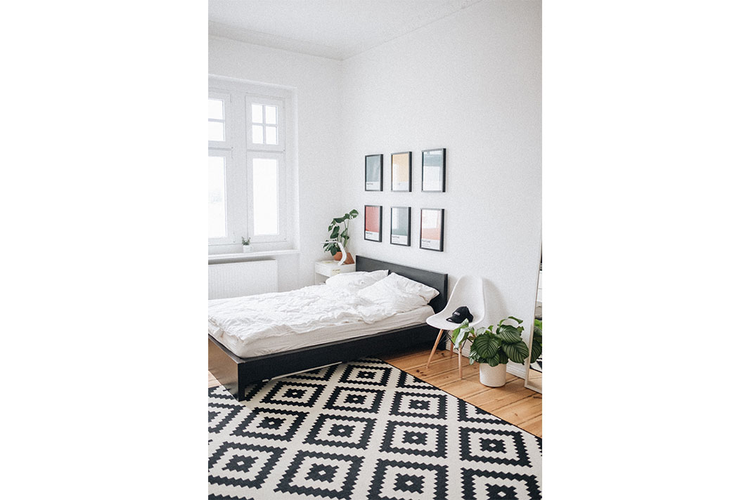natürliche Einrichtung in einem modern gestalteten Schlafzimmer