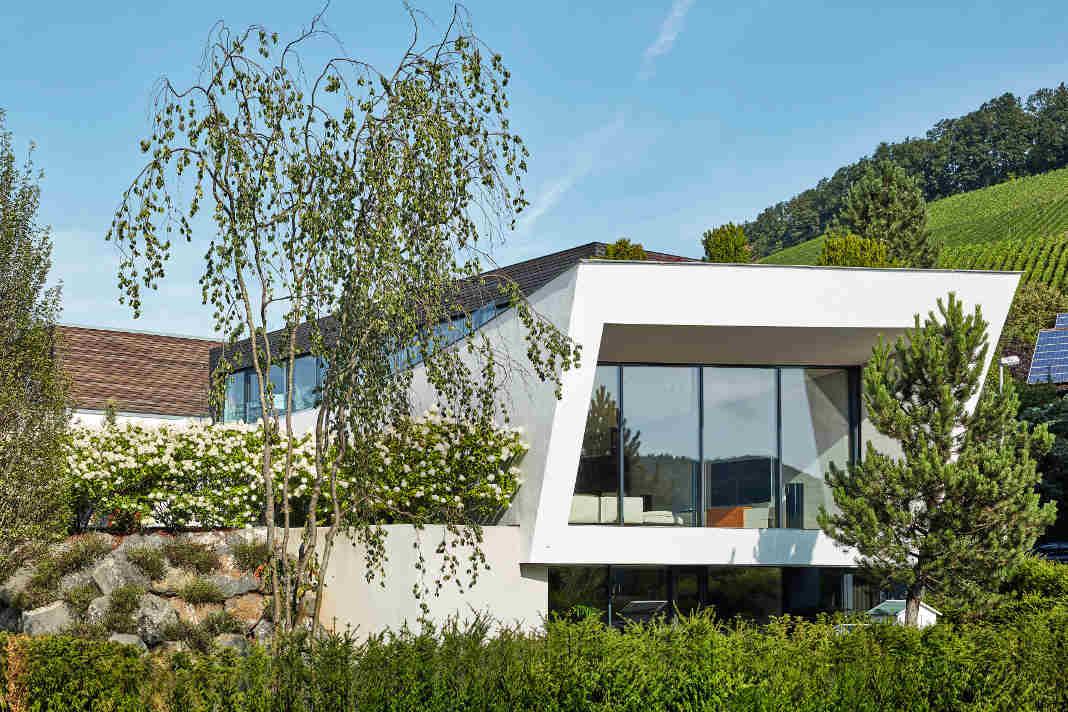Dachform beim Einfamilienhaus in klarem Bauhausstil - Dietmar Strauss/ Rast-Bau GmbH