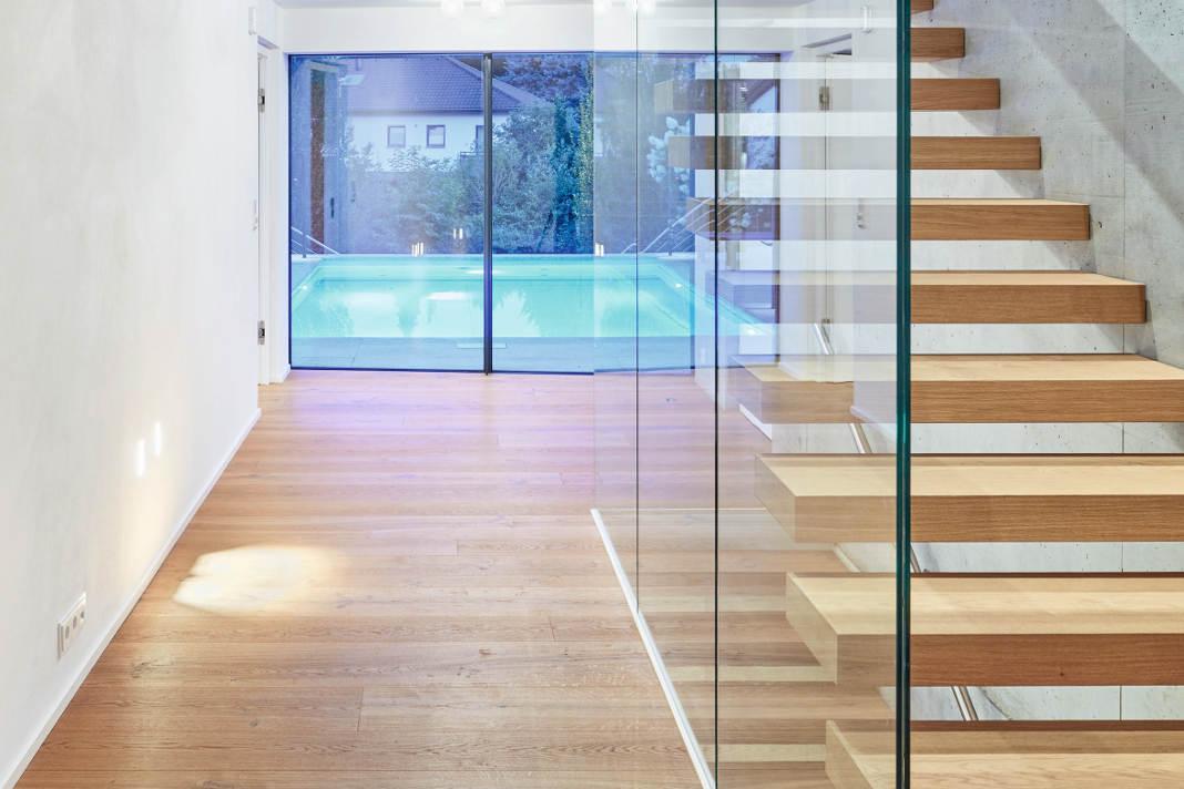Klarer Bauhausstil - Eingangsbereich - Dietmar Strauss/ Rast-Bau GmbH