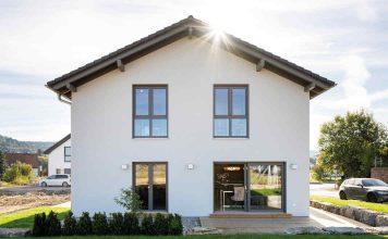 Modernes Einfamilienhaus in Fertigbauweise