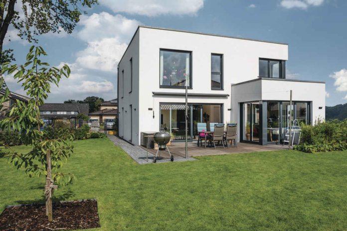 Einfamilienhaus von WeberHaus im Bauhausstil