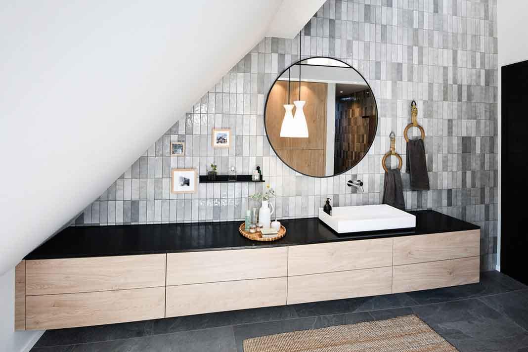 Tageslichtbad im umgebauten Wohnheim