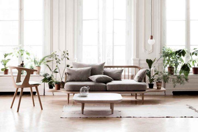 Skandinavische Möbel aus hellem Holz
