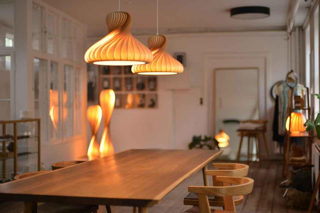 skandinavische Lampen aus Holz