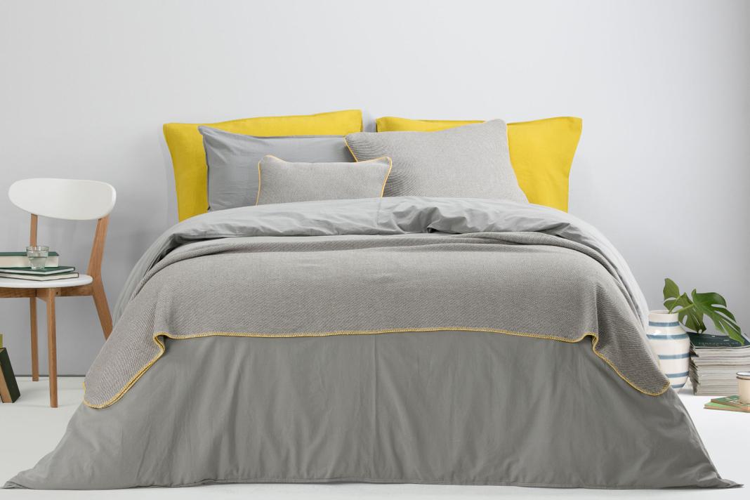 Schlafzimmer Pantone Farbe des Jahres 2021 Gelb Grau