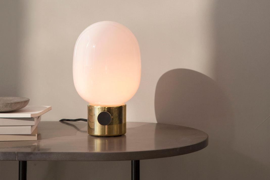 Zeitlose Design Lampe - Tischleuchte JWDA von Menu - Lampenwelt