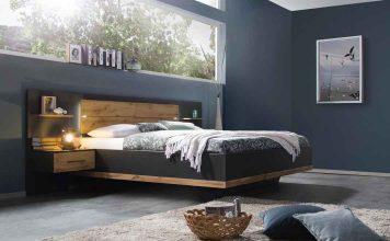 Schwarzes Bett