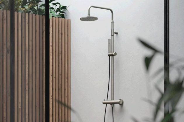 Gartendusche an der Wand installiert