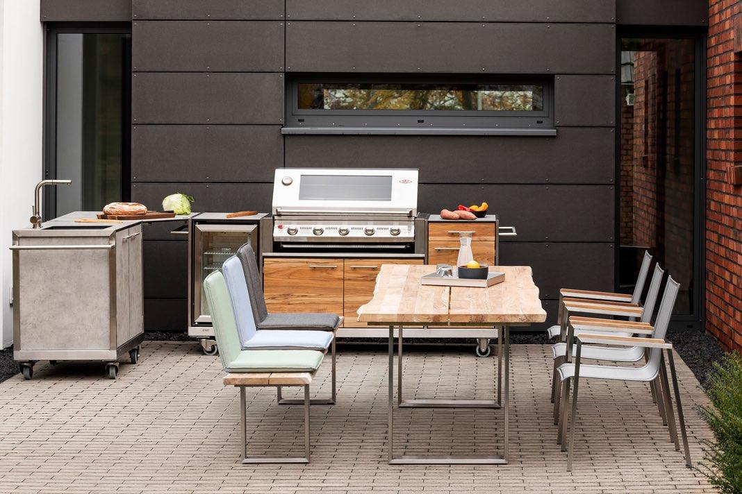 Outdoor Küche auf einer geschützten Terrasse.