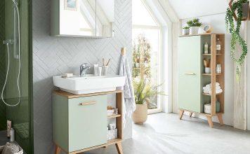 Kleines Badezimmer mit viel Licht und cleveren Badmöbeln