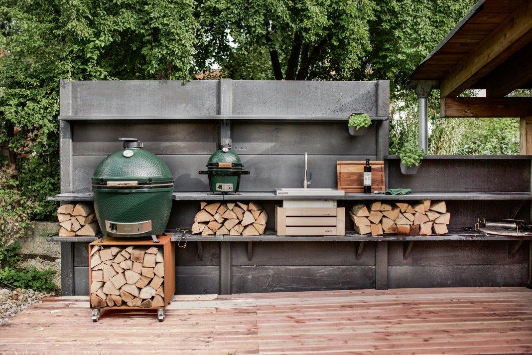 Outdoor Küche auf Terrasse.