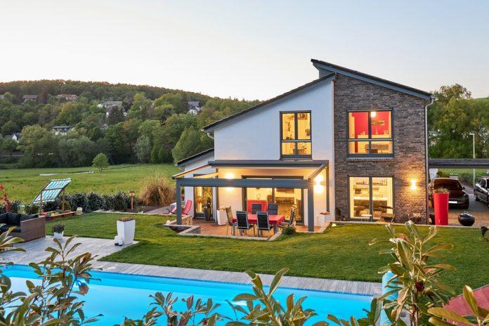 Einfamilienhaus mit Pool.